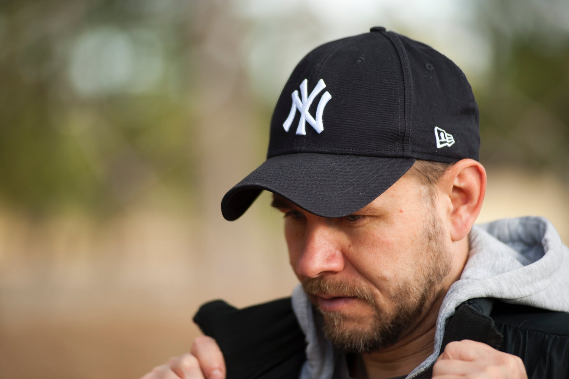man wearing new york yankees cap